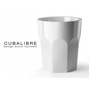 Vase CUBALIBRE pour intérieur et extérieur de couleur laqué blanc.