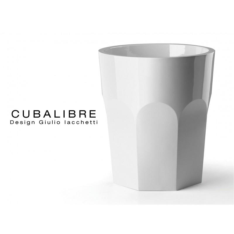 Vase CUBALIBRE pour intérieur et extérieur de couleur blanc mat.