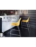 X-STOOL Four 75 - piétement version chromé assise coque jaune.