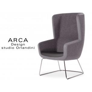 Fauteuil ARCA habillage 100% polyester, couleur gris clair, piétement luge chromé.