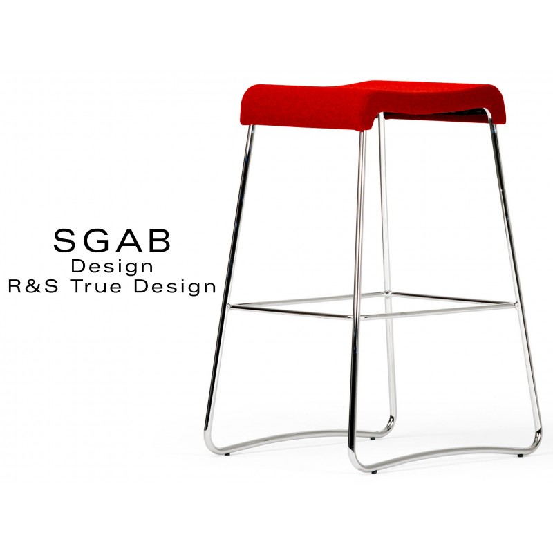 Tabouret design SGAB habillage tissu 100% polyester, couleur rouge 4008, piétement acier chromé.