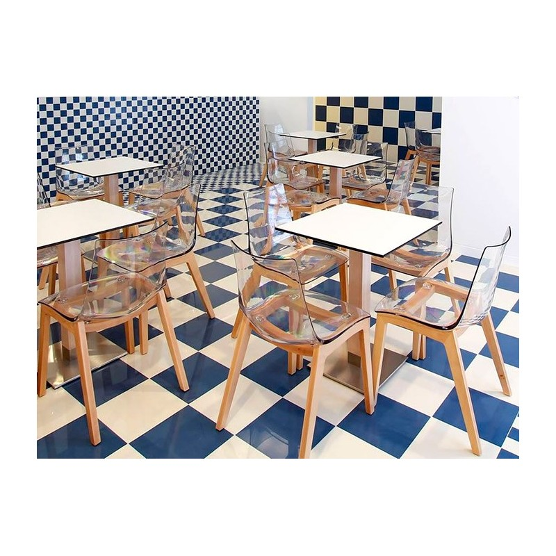 Exemple Dagencement Avec Les Chaises Coques Pieds Bois ZEBRA Assise Plastique Transparente Ou