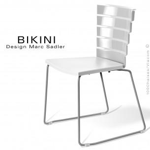 Chaise design pour terrasse BIKINI, piètement type luge acier peint gris, assise plastique blanc