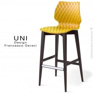 Tabouret de bar UNI assise coque effet matelassé de couleur jaune, piétement bois teinté noir