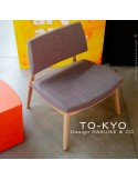 Exemple situation salon d'attente chaise lounge TO-KYO bois naturel, assise et dossier garnis, habillage tissu.