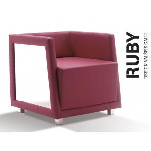 Fauteuil RUBY structure en bois de hêtre , habillage éco-cuir couleur T1-315, pieds acier chromé.