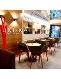 Fauteuil UNI-KA assise coque effet matelassé couleur, piétement bois vernis au choix.