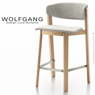 Tabouret bois design WOLFGANG, piétement chêne clair, assise et dossier habillage tissu blanc.