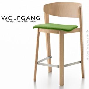 Tabouret en bois design WOLFGANG, piétement chêne clair, dossier chêne, assise habillage tissu couleur vert clair.