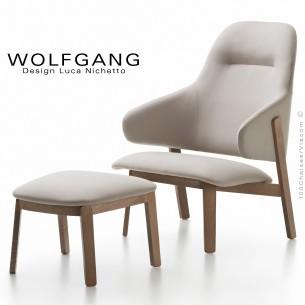 Fauteuil lounge assise basse WOLFGANG, structure chêne massif, assise et dossier capitonnés, habillage tissu couleur au choix.