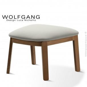 Repose-pieds pour fauteuil lounge assise basse WOLFGANG piètement chêne vernis noyer, habillage tissu couleur blanc.