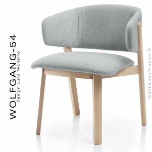 Petit fauteuil lounge WOLFGANG, structure chêne, assise et dossier capitonnés, habillage tissu couleur glace.