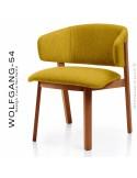 Petit fauteuil lounge WOLFGANG, structure chêne vernis cerisier, assise et dossier garnis, habillage tissu jaune.
