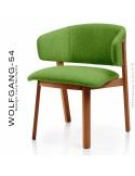 Petit fauteuil lounge WOLFGANG, structure chêne vernis cerisier, assise et dossier garnis, habillage tissu vert.