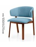 Petit fauteuil lounge WOLFGANG, structure chêne vernis acajou, assise et dossier garnis, habillage tissu bleu.