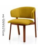 Petit fauteuil lounge WOLFGANG, structure chêne vernis acajou, assise et dossier garnis, habillage tissu jaune.