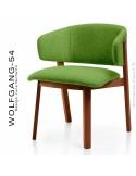 Petit fauteuil lounge WOLFGANG, structure chêne vernis acajou, assise et dossier garnis, habillage tissu vert.