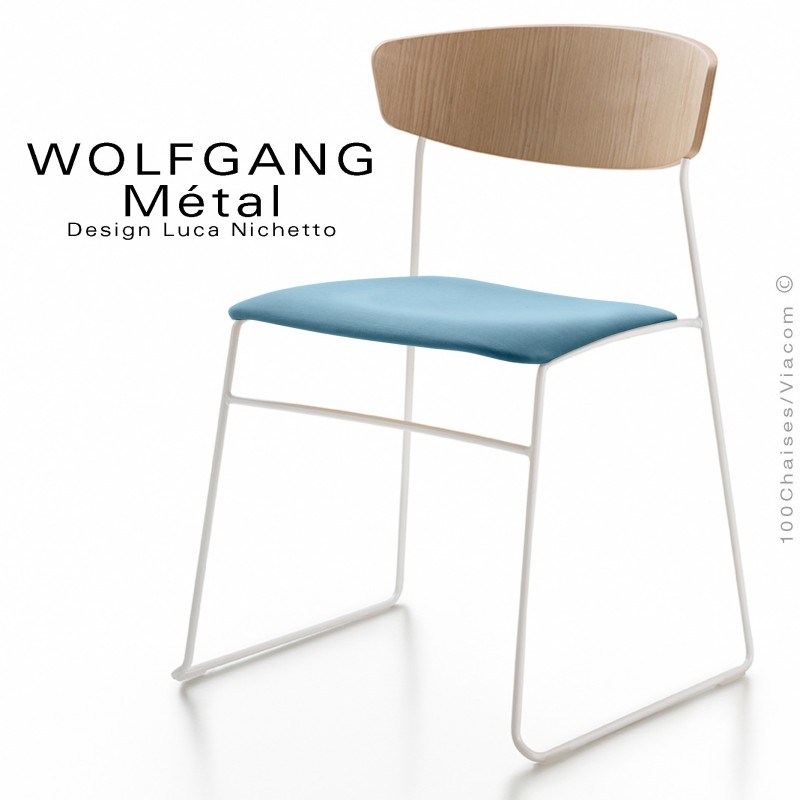 Chaise WOLFGANG Métal, piétement acier peint blanc, assise habillage tissu bleu, dossier chêne massif naturel