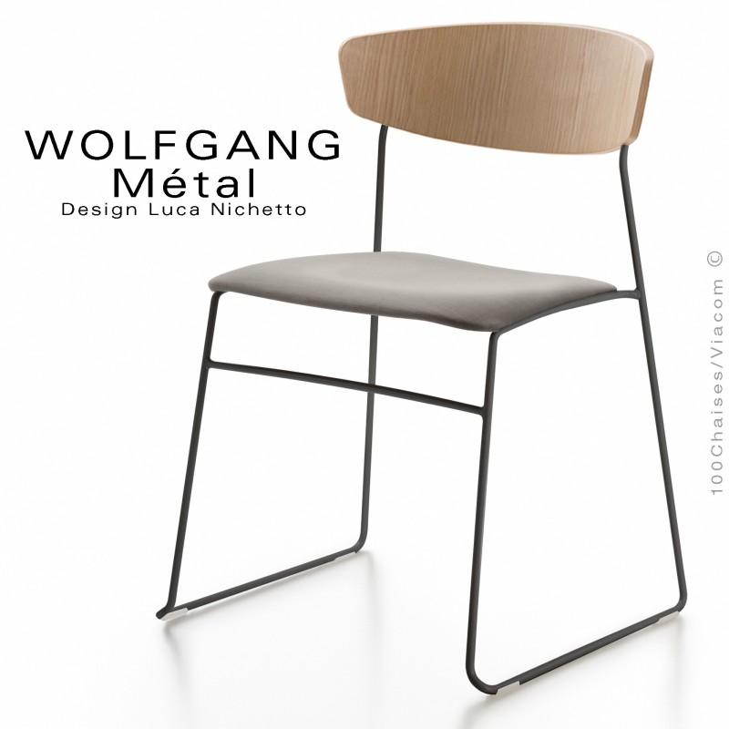 Chaise WOLFGANG Métal, piétement acier peint noir, assise habillage tissu sable, dossier chêne massif naturel