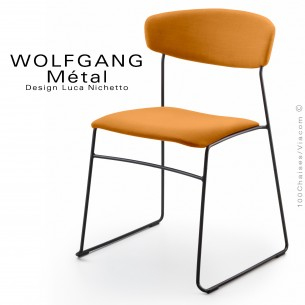 Chaise WOLFGANG Métal, piétement acier peint noir, assise et dossier habillage tissu couleur orange.