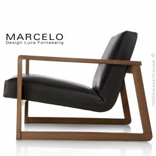Fauteuil lounge pour salon, lieu d'attente MARCELO structure chêne, vernis noyer, assise et dossier garnis, habillage cuir noir.