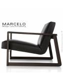 Fauteuil lounge pour salon MARCELO structure chêne, vernis wengé, assise-dossier garnis, habillage cuir noir