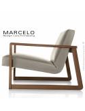 Fauteuil lounge pour salon MARCELO structure chêne, vernis noyer, assise-dossier garnis, habillage cuir sable.