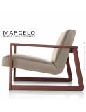 Fauteuil lounge pour salon MARCELO structure chêne, vernis acajou, assise-dossier garnis, habillage cuir beige