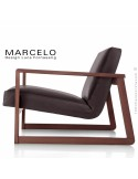 Fauteuil lounge pour salon MARCELO structure chêne, vernis acajou, assise-dossier garnis, habillage cuir marron foncé