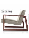 Fauteuil lounge pour salon MARCELO structure chêne, vernis acajou, assise-dossier garnis, habillage cuir sable