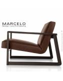 Fauteuil lounge pour salon MARCELO structure chêne, vernis wengé, assise-dossier garnis, habillage cuir marron