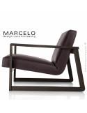 Fauteuil lounge pour salon MARCELO structure chêne, vernis wengé, assise-dossier garnis, habillage cuir marron foncé