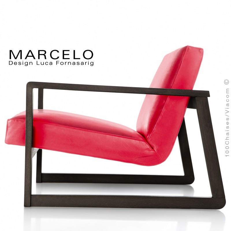 Fauteuil lounge pour salon MARCELO structure chêne, vernis wengé, assise-dossier garnis, habillage cuir rouge