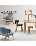 WOLFGANG fauteuil design en bois, vernis naturel, assise capitonnée couleur chanvre.