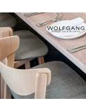 WOLFGANG fauteuil design en bois vernis noix, assise capitonnée chanvre.
