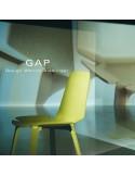 Chaise design bois GAP, structure et assise chêne, finition peinture RAL au choix.