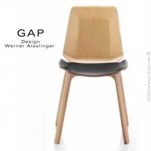 Chaise design bois GAP, structure et assise chêne, vernis naturel, assise cuir noir.