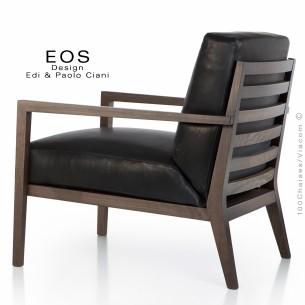 Fauteuil pour salon lounge ou hôtellerie EOS, structure chêne vernis tabac, assise et dossier cuir noir.