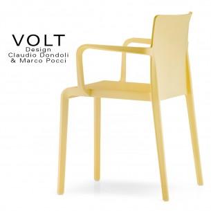 Fauteuil plastique pour terrasse et restaurant VOLT, structure polypropylène de couleur jaune.