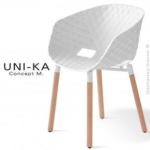 Fauteuil confort UNI-KA, coque effet matelassé couleur blanche, piètement bois vernis naturel