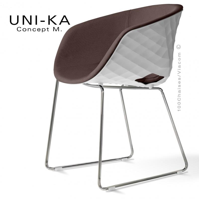 Fauteuil UNI-KA, coque blanche, piétement luge chromé, assise tissu Sawana couleur taupe 02