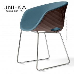 Fauteuil UNI-KA, coque moka, piétement luge chromé, assise tissu Sawana couleur bleu-gris 82