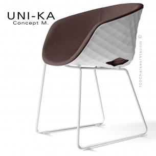 Fauteuil UNI-KA coque effet matelassé couleur blanche, pétement luge blanc, assise garnie tissu couleur taupe 02