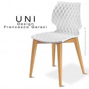 Chaise design UNI assise blanche piétement bois Hêtre naturel.