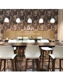 Exemple en situation du tabouret de bar UNI assise effet matelassé couleur, piétement bois.