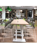 Exemple en situation du tabouret de bar UNI piètement 4 pieds acier chromé ou peint, assise coque couleur au choix