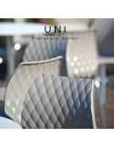 Exemple en situation du tabouret de bar design UNI assise coque effet matelassé couleur, piétement luge peint noir