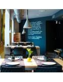 Exemple en situation du tabouret de bar design UNI assise coque effet matelassé couleur anthacite, piétement luge chromé.