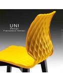 Détail dossier chaise design UNI, coque effet matelassé, piétement 4 pieds rond en bois.