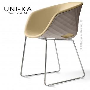 Fauteuil UNI-KA coque gris Tourtrelle effet matelassé, piétement luge chromé, assise garnie, habillage cuir crème.